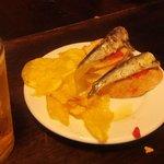 Tapa de sardinas, incluida con la cerveza