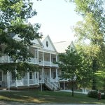 Acorn Hill Lodge B&B and Corporate Extended Stay