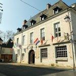 La porte de Châtellerault et l'hôtel
