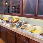 Complimentary breakfast buffet at the Oregon Garden Resort