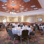 Banquet room perfect for weddings or corporate retreats at the Oregon Garden Resort