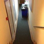 pasillo hacia la habitación 411