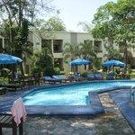 Poolbereich und neue Häuser