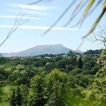 Vue sur la montagne Rhune depuis le jardin