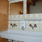 Waschbecken Mehrbettzimmer