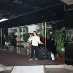 Asia Hotel Bangkok, Eingang zur Lobby