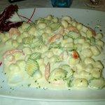 Gnocchi con gamberi e zucchine