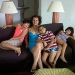En Familia alistandose para ir a la playa