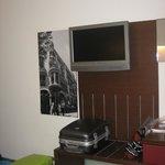 Quarto espaçoso com tv