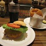 Classic burger & onion rings