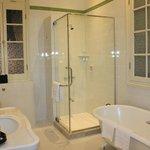 Angkor suite- Bathroom 1