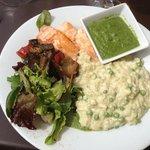 pavé de saumon , risotto de st Jacques et petits légumes