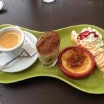 café gourmand .. tiramisu , crème brûlé , tarte citron meringuée