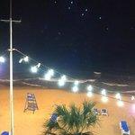 uitzicht bij nacht over het strand