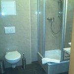 Badezimmer normales Doppelzimmer