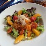 Ensalada tibia de calabaza, naranja y mejillones