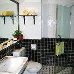 Salle de bains (douche + baignoire)