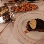 Chateaubriand with Biernaise sauce and frites – yum!
