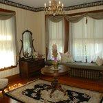 Hydrangea Suite Sitting Room