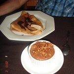 panqueque de banana y crema + mousse de choco y nougat