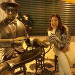 Estátua de Fernando pessoa - café à brasileira em Chiado