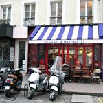 Zebra au Montmartre, nicest plaze to dine in the neighborhood.