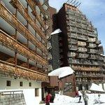 Вход в отель со стороны спуска