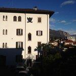 l'hotel nella calda luce del mattino