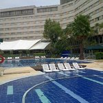 piscina infantil y otra más grande