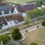 vista del jardin y alrededores desde nuestra habitacion Belle Epoque