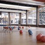 Gymnastikraum Kreativum mit verschiedenen Angebote wie Yoga, Speeding, Pilates, etc.