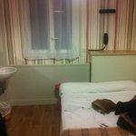 Habitación con cama de matrimunio sin baño