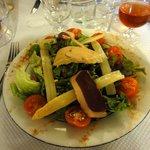 Salade gourmande (foie gras, magret, asperges)