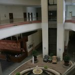 La réception et l'intérieur de l'hôtel