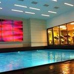 La piscinee et la salle de fitness. :)