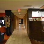 Bar del hotel + pasillo para habitaciones
