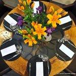 Toujours des fleurs fraîches en salle pour le plaisir des yeux