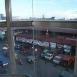 ベランダからの眺望 市場とジプニーターミナルビュー