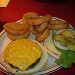 burger w/onion rings