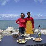 producteurs d'huîtres naturelles nées en mer