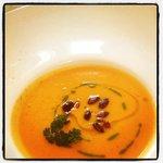 Zuppa di Zucca acidulata al pomodoro con semi tostati