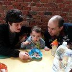 ...anche i più piccoli hanno la loro bella porzione di spaghetti al pomodoro