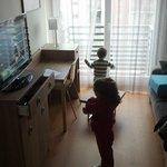 Salón, comedor y cocina con TV