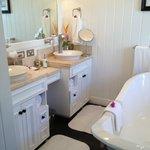 Main bath in Grand Luxury Villa