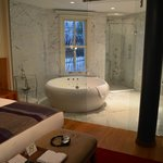 Luxury suite bathroom (room 41)