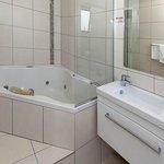 Exec Studio Bathroom