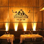 ภาพถ่ายของ Wholly Cow Restaurant Wine & Cigar Bar