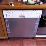 Lave vaisselle à l'image du reste de la bâtisse...