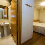 Habitación doble de dos camas con su baño (bañera) y terraza