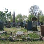古い墓石が並ぶWarstone Lane Cemeteryの風景